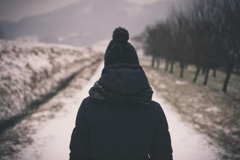 Christmas-Eve-Jane-Kennard-You-Are-Not-Alone-photo-1422266716328-7df26bb646-unsplash-781x521
